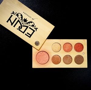 Makeup pallet - 6 eye shadow and 1 blush